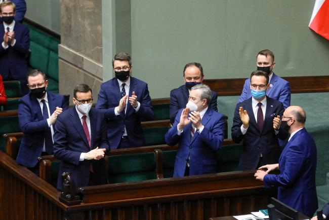 Polska zgodziła się na zwiększenie produkcji prądu z OZE. Co z węglem? I co powie Ziobro?